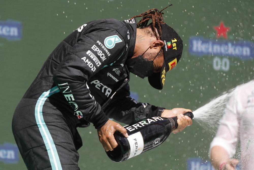 Hamilton, Verstappen, Bottas sul podio di Portimao. Ferrari 6° e 11°