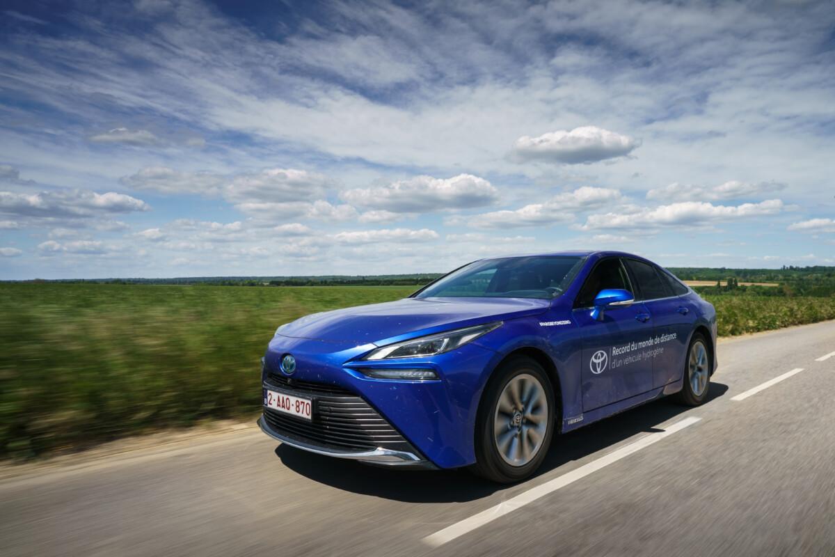 Toyota Mirai: record di distanza con un solo rifornimento di idrogeno