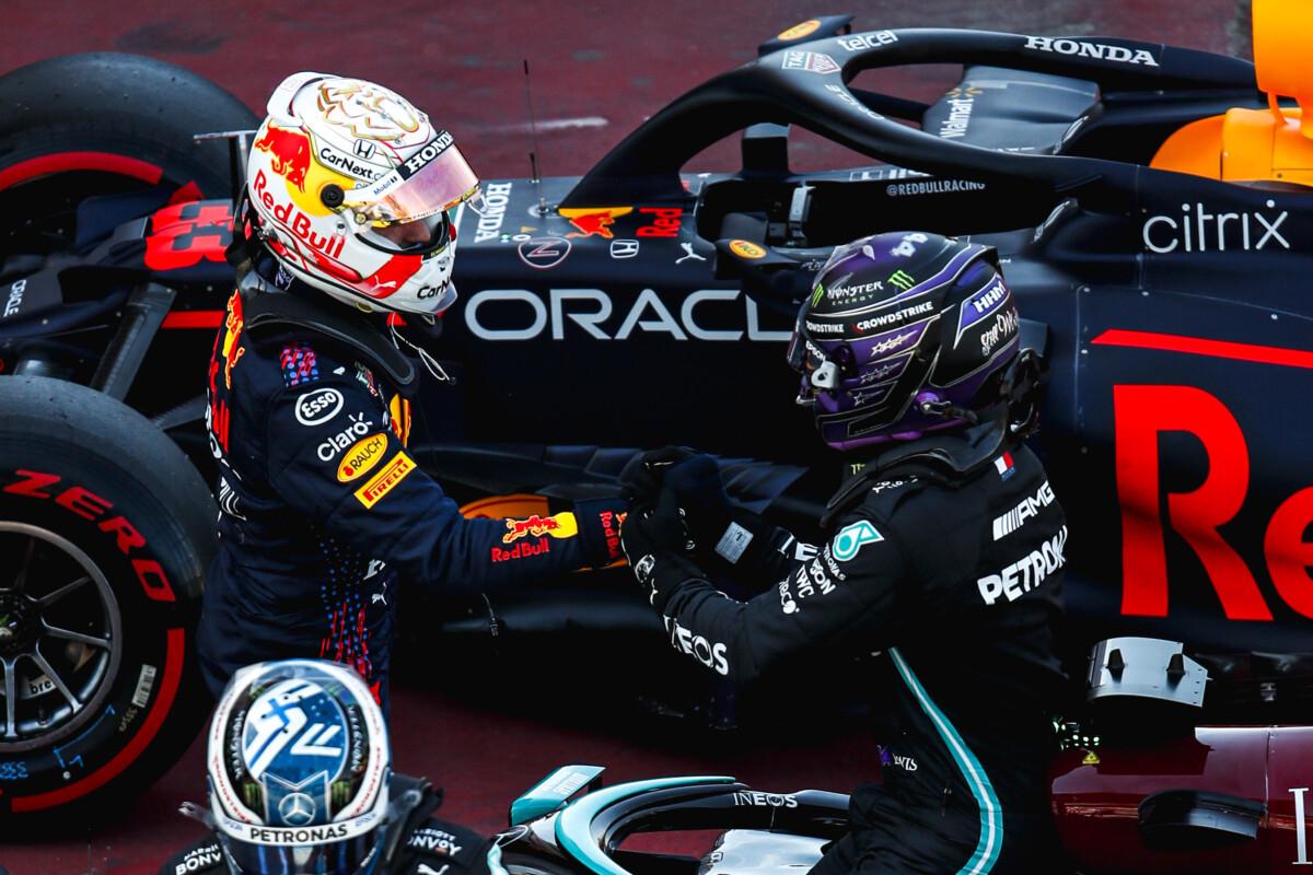 """Ecclestone: """"Hamilton batterà facilmente Verstappen"""""""