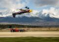 Sfida tra Coulthard su Red Bull e un aereo della Air Race