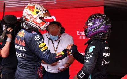 Lotta tra Verstappen e Hamilton: a guadagnarci è Lewis