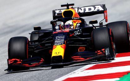 Verstappen ci ha preso gusto: pole anche in Stiria, davanti alle Mercedes