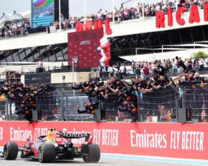 Francia: Verstappen batte Hamilton e allunga in classifica. Ferrari incomprensibile