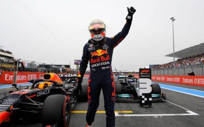 Prima pole Red Bull in Francia, con Verstappen davanti alle Mercedes