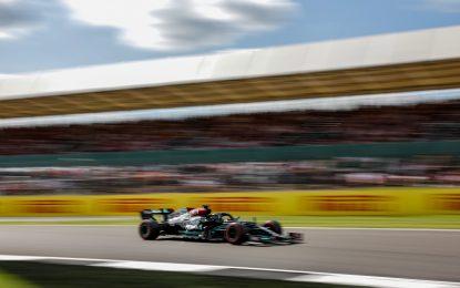 Hamilton fa esplodere Silverstone con una pole-non-pole