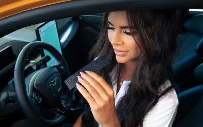 """Ford Mach-Eau: un profumo per i """"nostalgici"""" della benzina che guidano elettrico"""