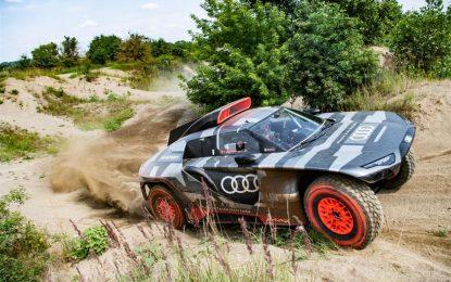 """Audi RS Q e-tron: il prototipo Dakar 2022 """"laboratorio"""" per la mobilità elettrica del futuro"""