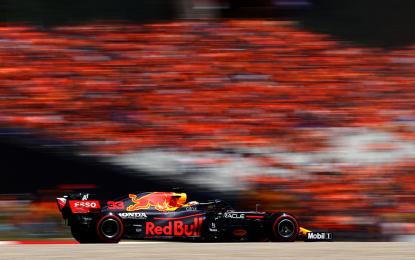 Austria: pole di Verstappen. Poi Norris e Perez. Ferrari out nel Q2